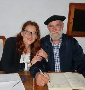 mujer Luz Ros y hombre con boina Toni Montoliu